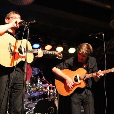 Das Akustik-Duo Stunde Zehn wird mit Philipp Jeschke und David Ropertz musizieren bei der Sommerfülle auf dem Gallhof