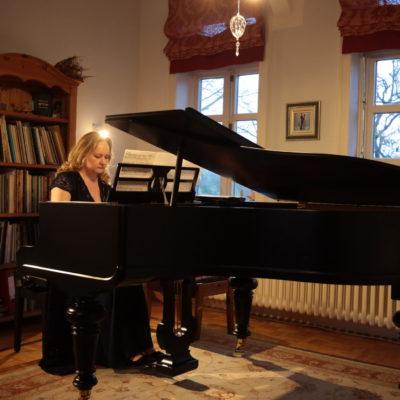 Irma Kliauzaite- Franc spielt Chopin